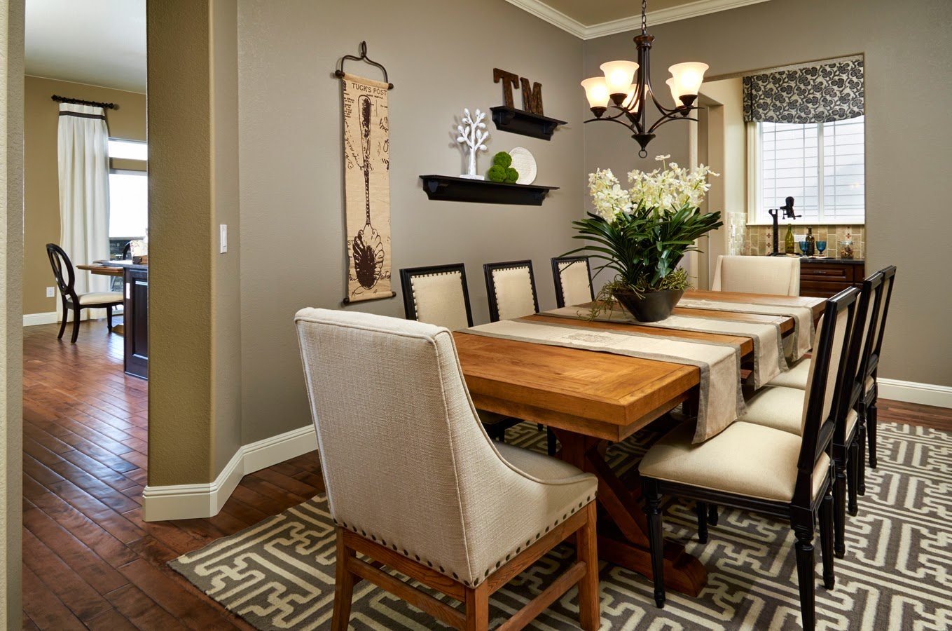 Dining room furniture arrangement ideas and tips kukun for Formal dining table centerpiece